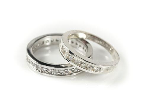 ダイヤモンドが描く永遠の愛「エタニティリング」の魅力