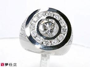 3Ctのダイヤモンドをセンターに使用したメンズリング