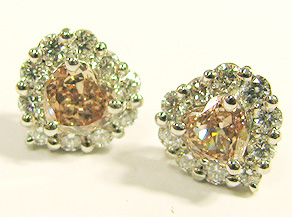 ハートシェープのピンクダイヤモンドピアス