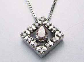 ドロップ型のピンクダイヤモンドのペンダント