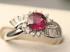 メレーダイヤモンドとテーパーダイヤモンドを使ったオリジナルリング