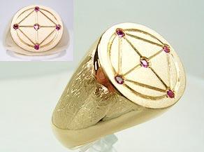 オリジナルのシンボルマークを彫金した指輪