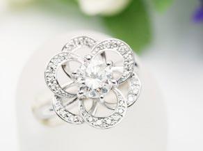 バラがモチーフのダイヤモンドリング
