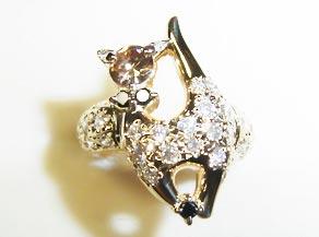 ネコをモチーフにしたオリジナルダイヤモンドペンダント