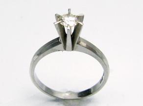 立て爪のダイヤモンド リフォーム前