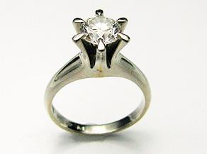 ダイヤモンドの立爪リング リフォーム前