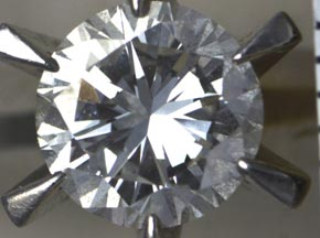 0.8ctの立て爪のダイヤモンドリング リフォーム前