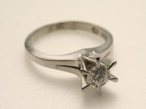ご婚約指輪の立て爪ダイヤモンドリング リフォーム前