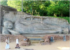 スリランカ最大の石造りの涅槃仏