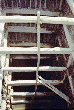 掘削中の竪穴