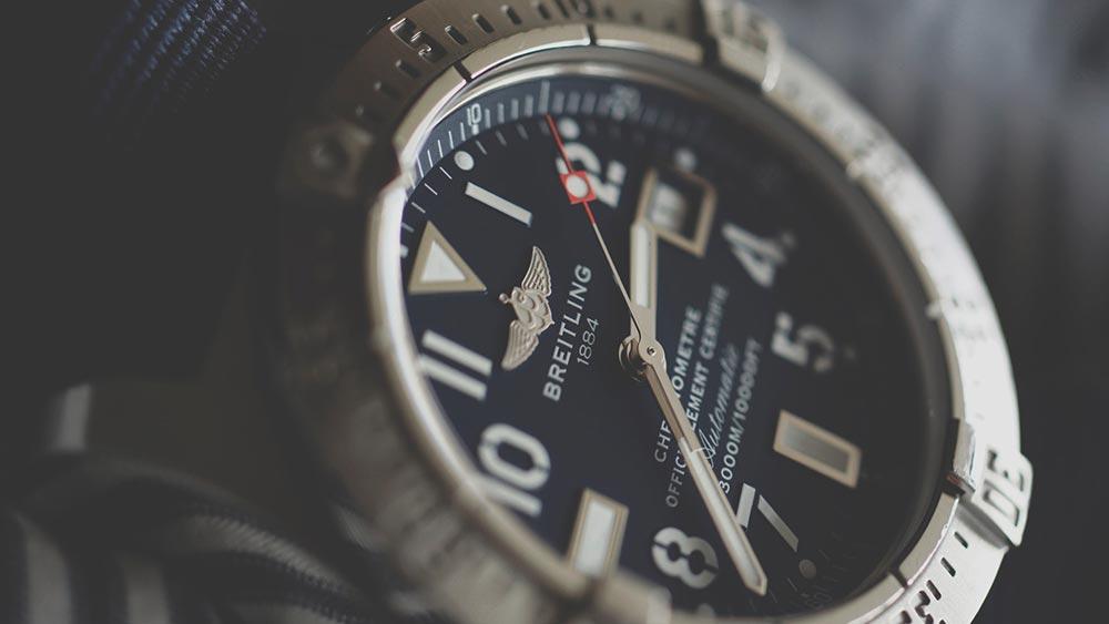 腕時計にガラスにヒビが!交換できる条件と注意点